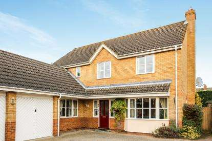 4 Bedrooms Detached House for sale in Bickerdikes Gardens, Sandy, Bedfordshire, .