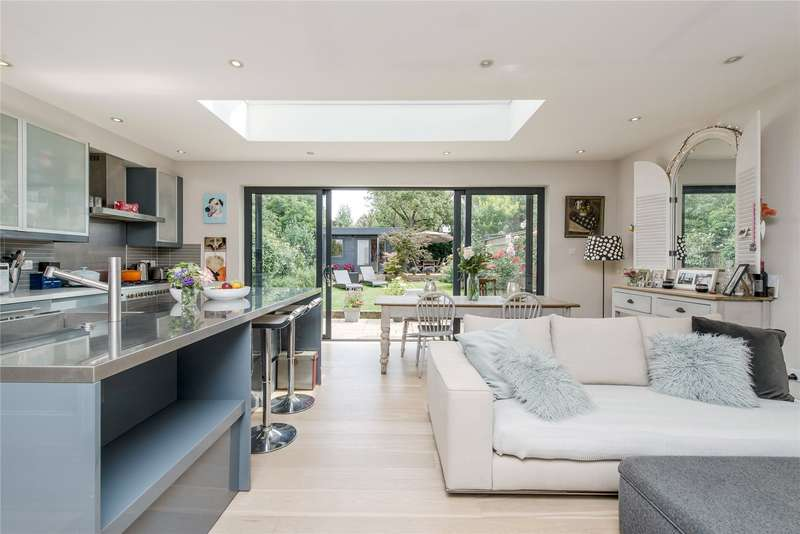 4 Bedrooms Semi Detached House for sale in Tilehurst Road, Wandsworth, London, SW18