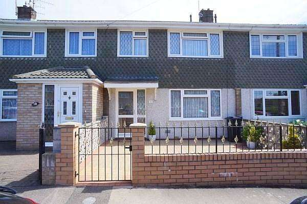 3 Bedrooms House for sale in Deerswood, Kingswood, Bristol, BS15 4QA