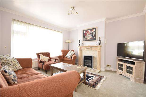 4 Bedrooms Semi Detached House for sale in Meadow Close, Downend, BRISTOL, BS16 6QS