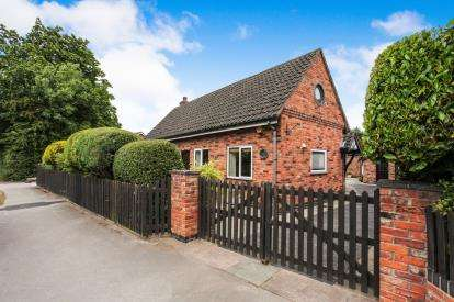 2 Bedrooms Bungalow for sale in Delamere Street, Winsford, Cheshire