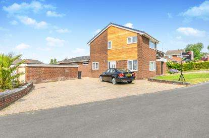 3 Bedrooms Detached House for sale in Martindale Grove, Beechwood, Runcorn, Cheshire, WA7