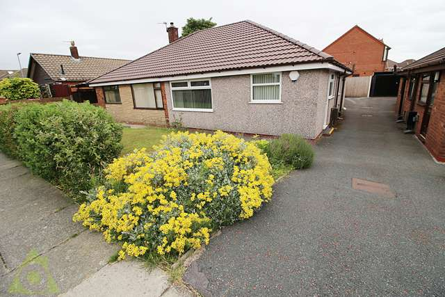 2 Bedrooms Bungalow for sale in Collins Lane, Daisy Hill, Westhoughton, BL5