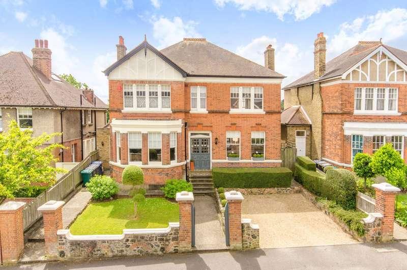 4 Bedrooms Detached House for sale in Gloucester Road, New Barnet, EN5