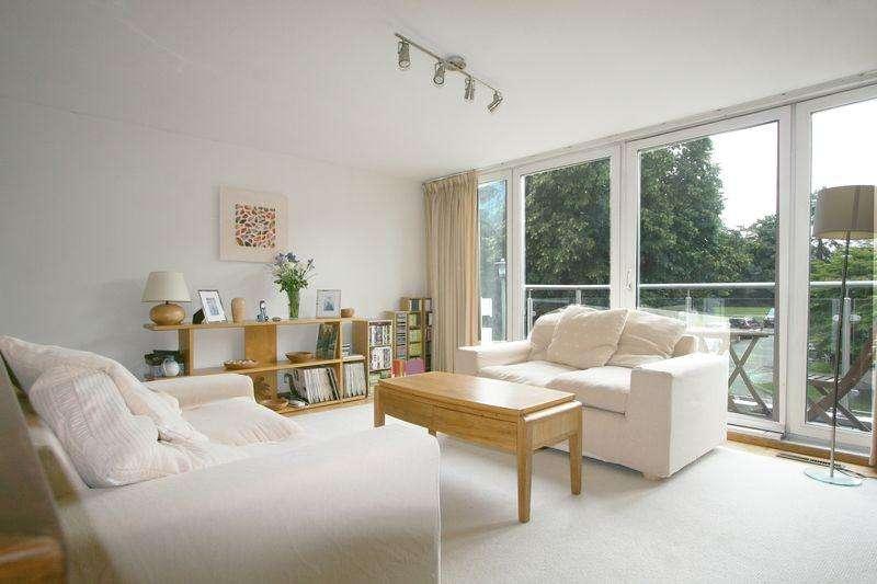 4 Bedrooms Terraced House for sale in Sospel Court, Farnham Royal, Buckinghamshire SL2