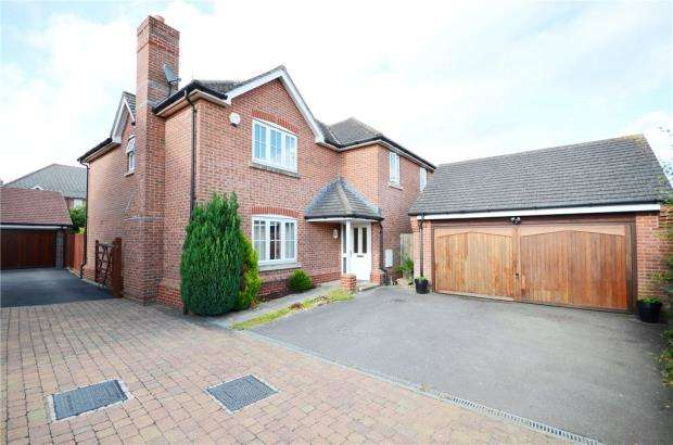 5 Bedrooms Detached House for sale in Monarch Drive, Shinfield, Reading