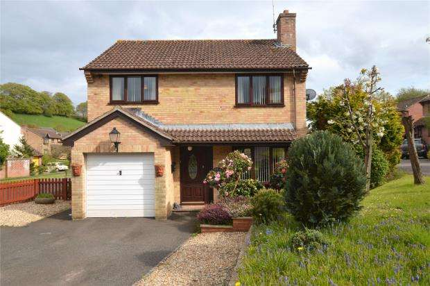4 Bedrooms Detached House for sale in Western Lea, Crediton, Devon