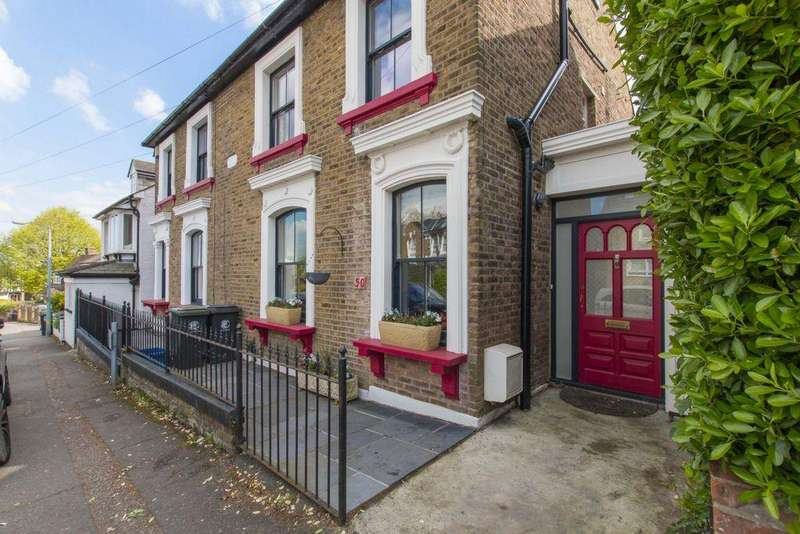4 Bedrooms Semi Detached House for sale in Princes Road, Buckhurst Hill, IG9
