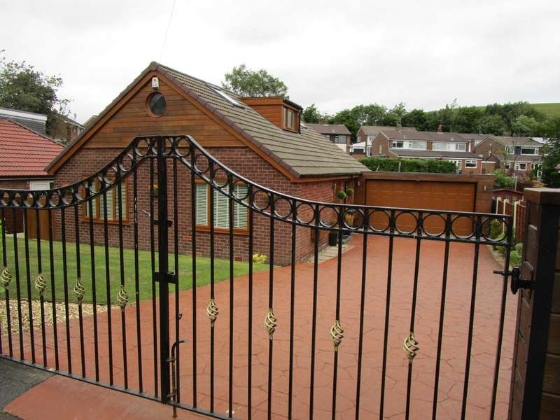 4 Bedrooms Detached Bungalow for sale in Great Meadow, High Crompton, Shaw
