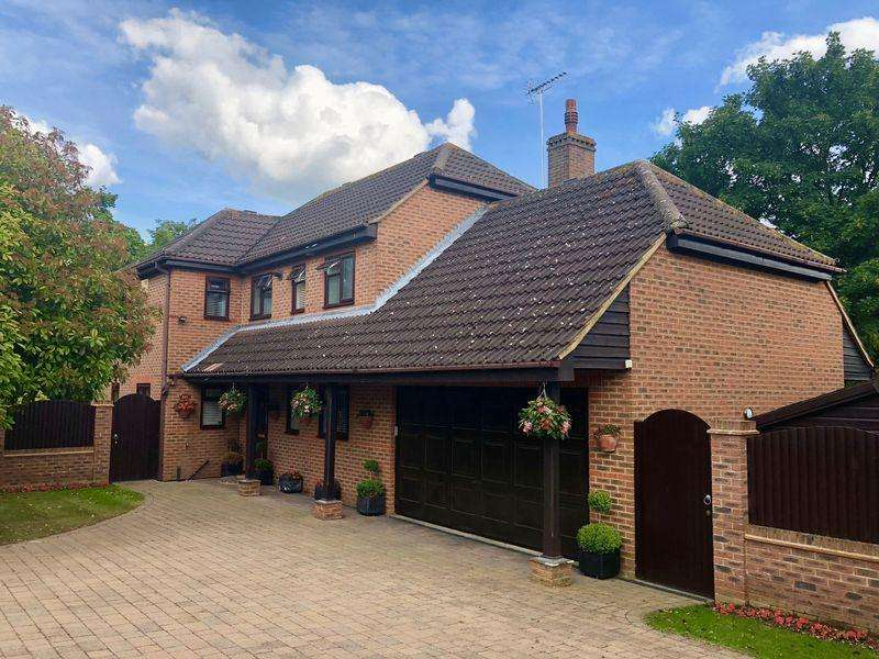 4 Bedrooms Detached House for sale in St. Davids Road, Hextable