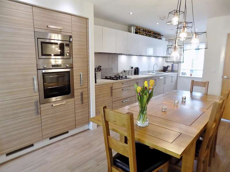 3 Bedrooms Detached House for sale in Stewart Park Avenue, Marton-in-Cleveland, Middlesbrough, TS4 3FD