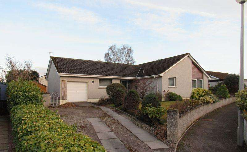 4 Bedrooms Detached Bungalow for sale in Four bedroom family bungalow in highly desirable location