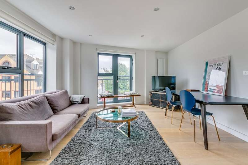 2 Bedrooms Apartment Flat for sale in Watergarden Apartments, London, E1