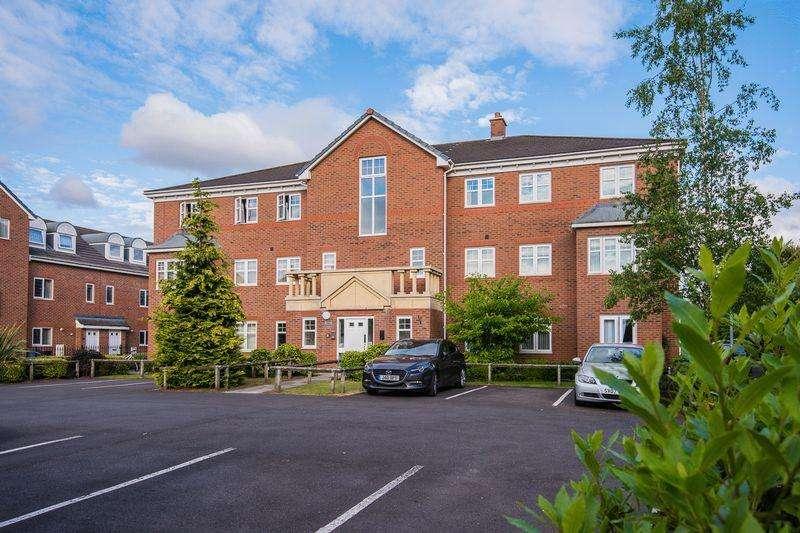 2 Bedrooms Apartment Flat for sale in Berkeley Close, Warrington