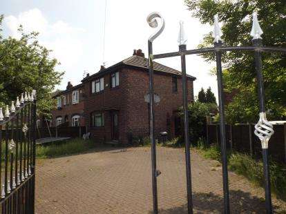 3 Bedrooms Terraced House for sale in Ascot Parade, Manchester, Greater Manchester, Uk