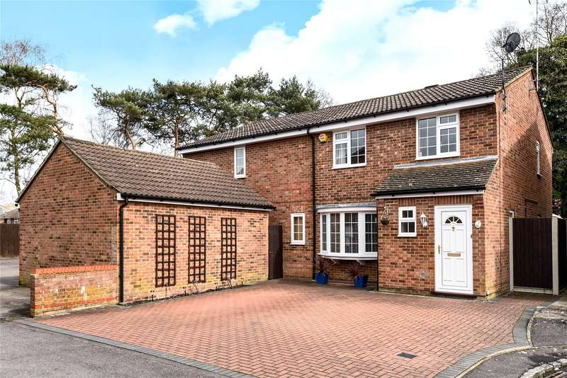 4 Bedrooms Detached House for sale in Hornbeam Close, Owlsmoor, Sandhurst, Berkshire, GU47