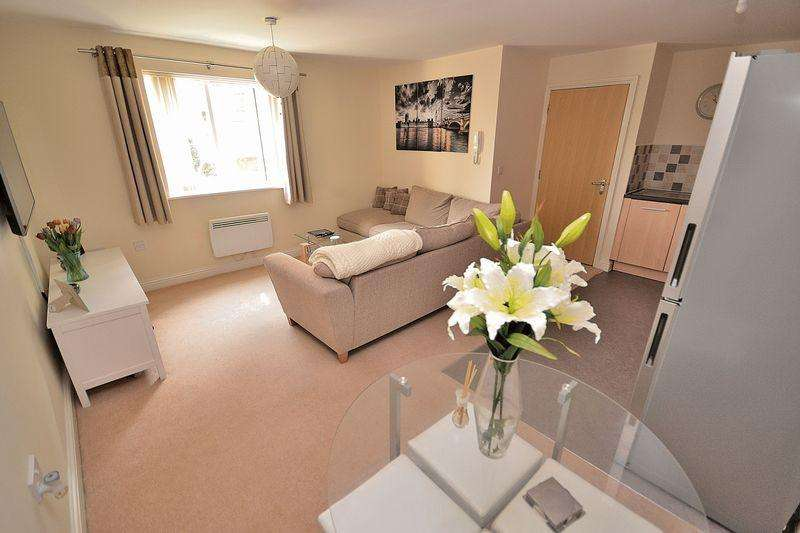 2 Bedrooms Apartment Flat for sale in Monarch Way, Leighton Buzzard