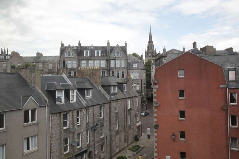 2 Bedrooms Ground Flat for sale in Carmelite Lane, Aberdeen, AB11 6LZ