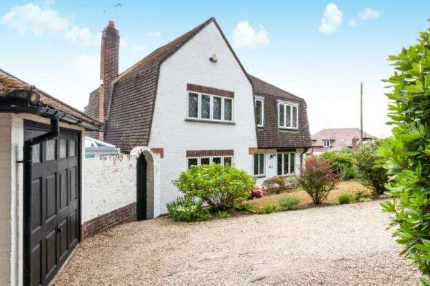 3 Bedrooms Detached House for sale in Sandhurst, Berkshire