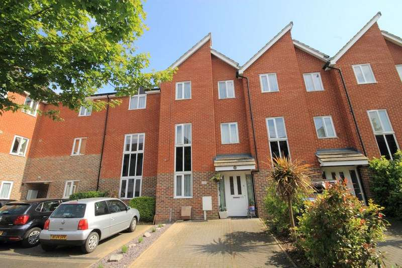 3 Bedrooms Town House for sale in Edward Vinson Drive, Faversham