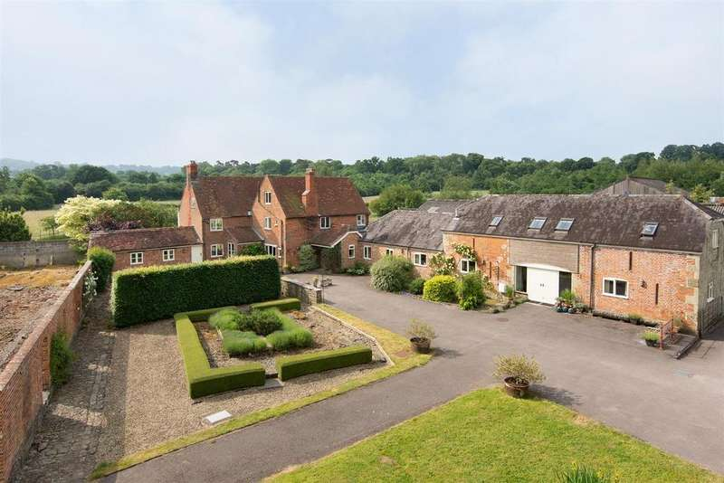 4 Bedrooms Farm House Character Property for sale in Motcombe, Dorset