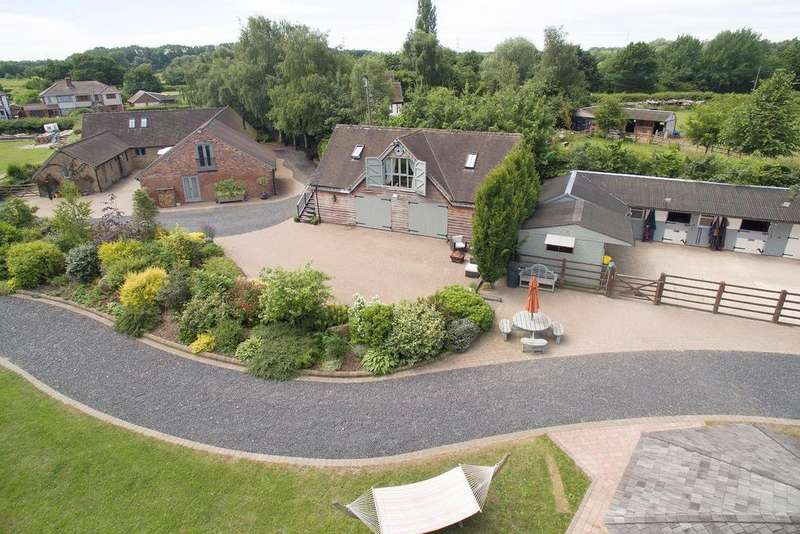 4 Bedrooms Barn Conversion Character Property for sale in Birmingham Road, Coleshill, B46