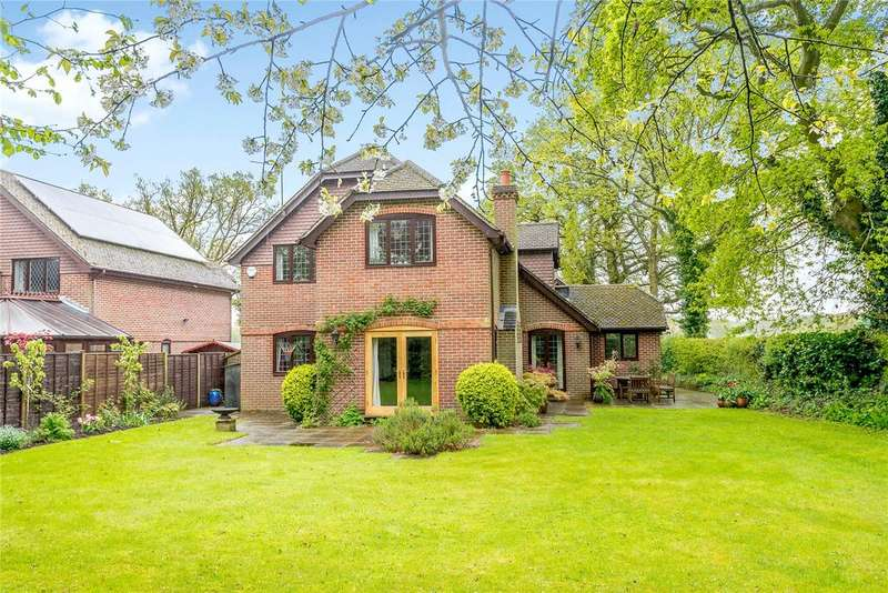 4 Bedrooms Detached House for sale in Reading Road, Mattingley, Hook, Hampshire