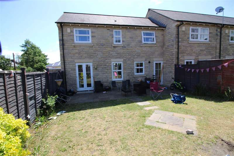 3 Bedrooms Town House for sale in Hastings Way, Savile Park, Halifax