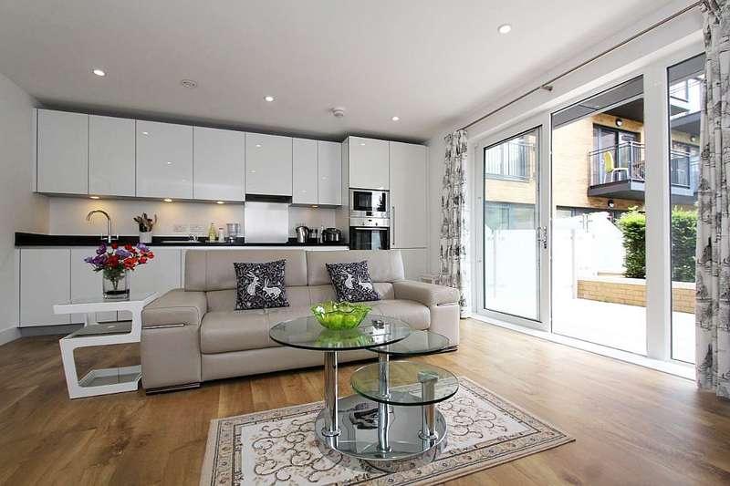 3 Bedrooms Maisonette Flat for sale in Conningham Court, Dowding Drive, London, London, SE9