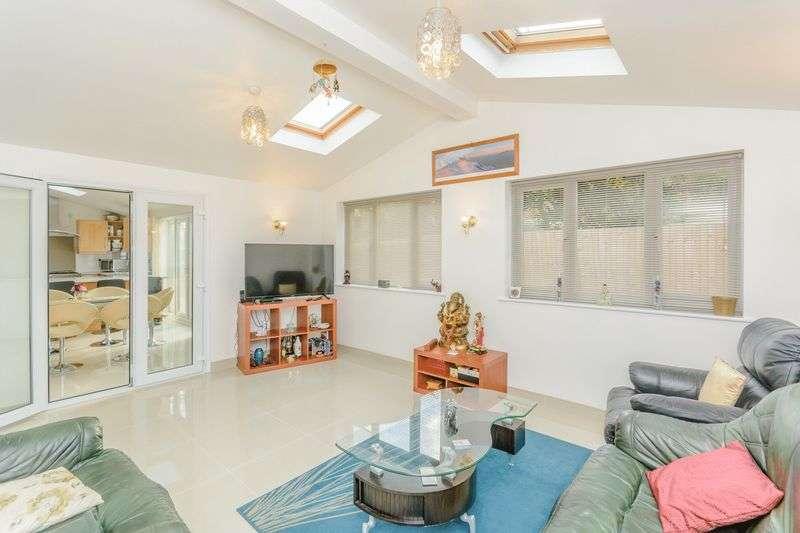 4 Bedrooms Property for sale in Rosebay Close, Milton Keynes