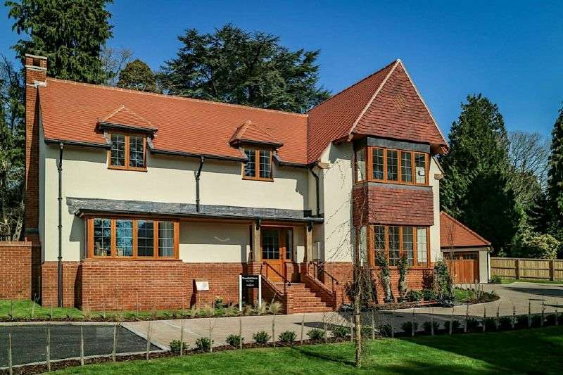 5 Bedrooms Detached House for sale in THORNFIELD HOUSE, HAYES END, WEST HILL