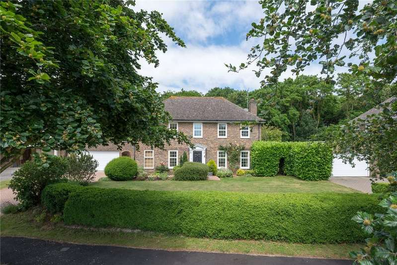 4 Bedrooms Detached House for sale in Harkness Drive, Canterbury, Kent