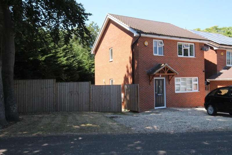 3 Bedrooms Detached House for sale in St. Christophers Road, Farnborough