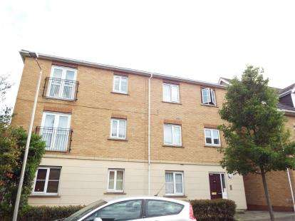 2 Bedrooms Flat for sale in Purfleet, Essex