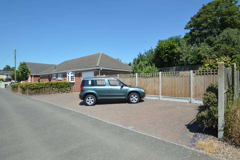 3 Bedrooms Detached Bungalow for sale in Mallows Field, Halstead CO9