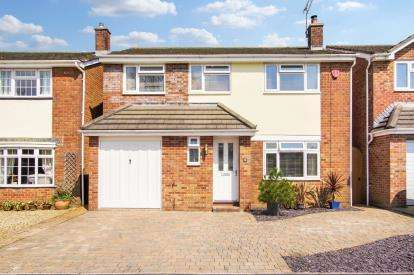 4 Bedrooms Detached House for sale in Church Road, Thornbury, Bristol