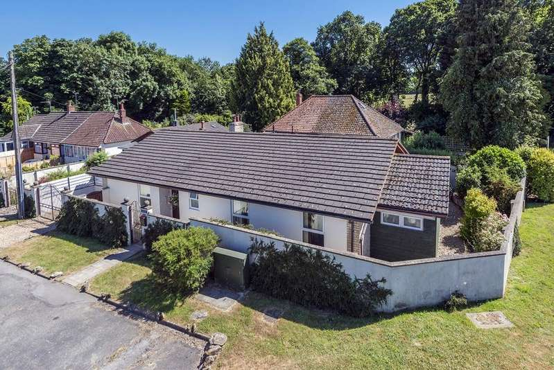 3 Bedrooms Bungalow for sale in Kings Stag, STURMINSTER NEWTON, Dorset