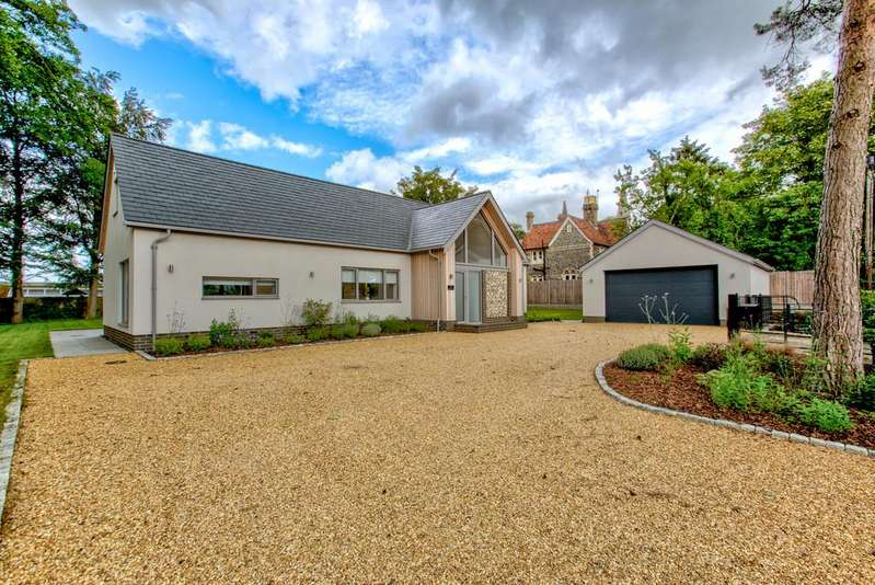 4 Bedrooms Detached House for sale in High Wych, Sawbridgeworth