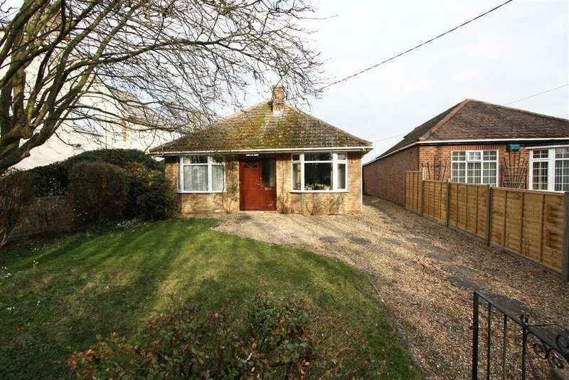 3 Bedrooms Detached Bungalow for sale in Foxcovert Road, Werrington, Peterborough