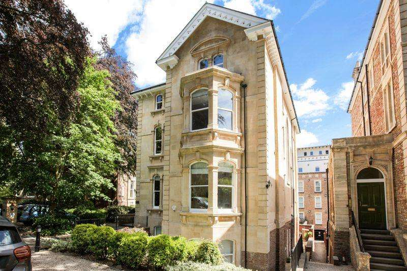 3 Bedrooms Apartment Flat for sale in Essendene, The Avenue, Clifton, Bristol, BS8 3GF