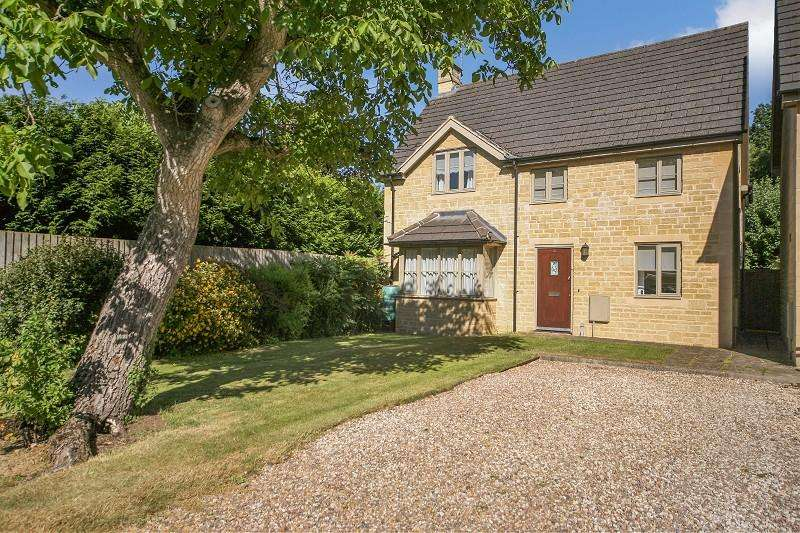 3 Bedrooms Detached House for sale in Walnut Close, Stow Road, Moreton-in-Marsh, Gloucestershire. GL56 0DF