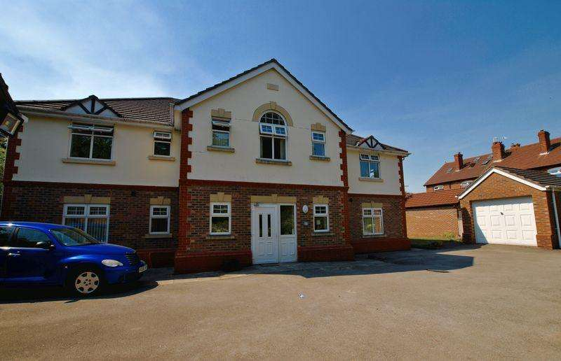 2 Bedrooms Apartment Flat for sale in Woodland Gardens, Great Sankey, WA5 1RU