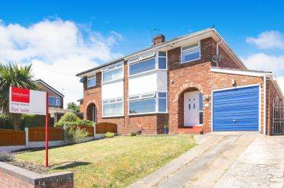 3 Bedrooms Semi Detached House for sale in Bowmere Drive, Winsford, Cheshire, United Kingdom