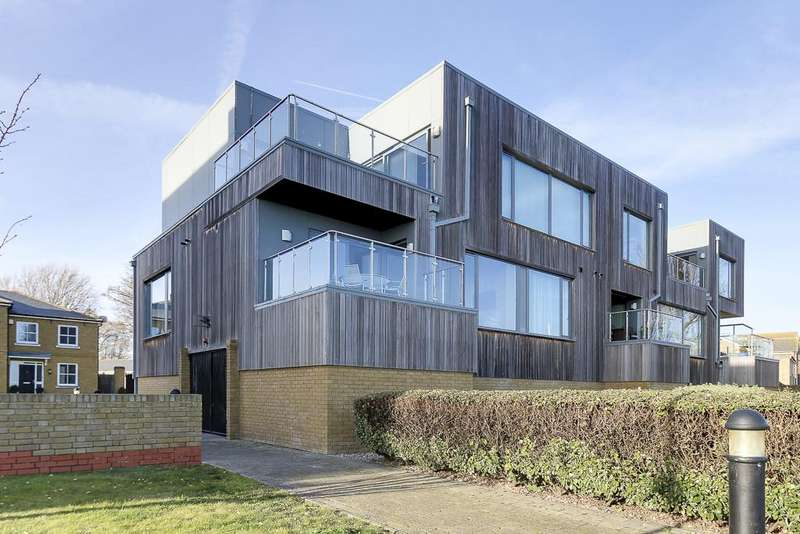 2 Bedrooms Apartment Flat for sale in Parade Walk, Shoeburyness