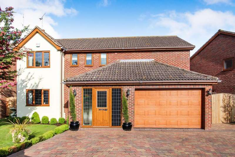 4 Bedrooms Detached House for sale in Wellsfield, Rayleigh
