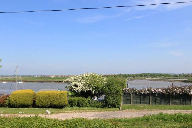 3 Bedrooms Detached Bungalow for sale in The Esplanade, Hullbridge