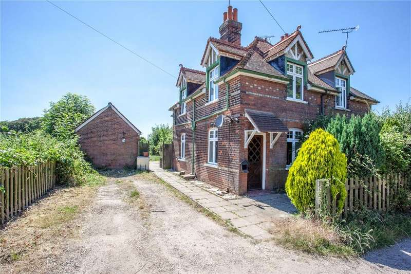 2 Bedrooms Semi Detached House for sale in Upshirebury Green, Waltham Abbey, Essex, EN9