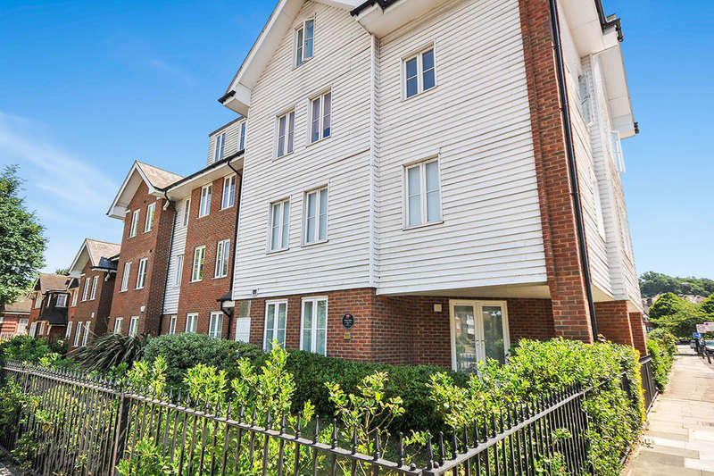 1 Bedroom Flat for sale in Well Hall Road, London, SE9