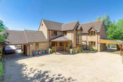 5 Bedrooms Detached House for sale in Boulters Lock, Giffard Park, Milton Keynes