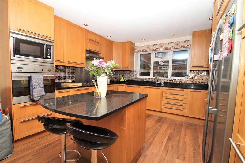 4 Bedrooms Detached House for sale in Newfield Crescent, Normanton, WF6